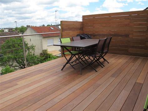 terrasse en vue construction terrasse en bois sur pilotis avec escalier