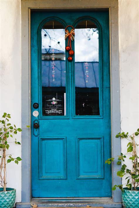 colorful door pictures   images  unsplash