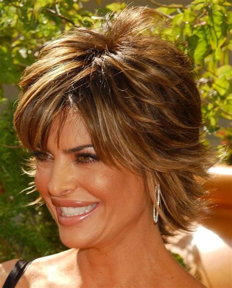 rinna haircolor lisa rinna razor cut shag short hairstyle 2013