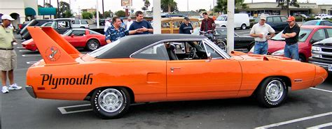 File:Plymouth Road Runner Superbird   Wikipedia