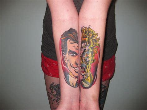 split tattoo designs 30 exemplos de split tattoos epic designs