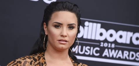 Clarkson New Single Sober by Demi Lovato Fights Through Tears While Performing New Song