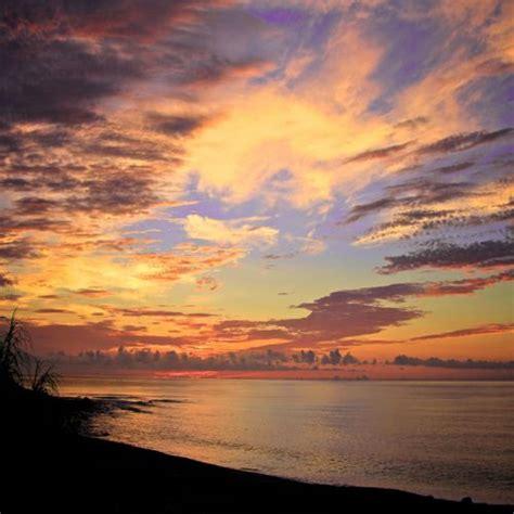 imagenes bonitas relajantes cuadro paisaje relajante mar y nubes al atardecer