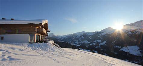 einsame hütte im schnee mieten exklusive chalets mieten skih 252 tte mit privatem wellness