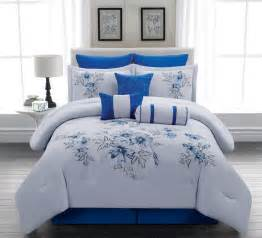 Blue And White Bed Set Vikingwaterford Page 125 Captivating Master Bedroom With White Wooden Bedroom Sets