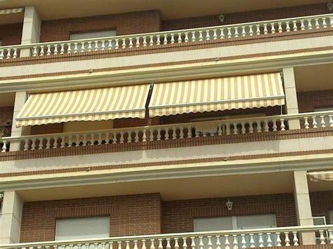 Sicht Und Windschutz Terrasse 45 by Balkonmarkisen Als Wetter Und Sichtschutz 45 Ideen