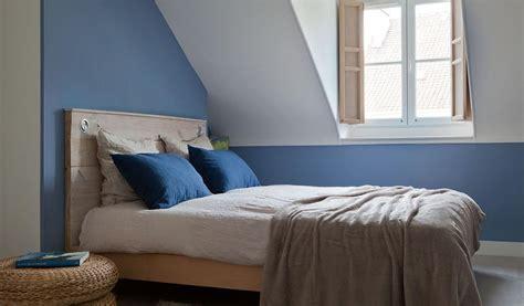 chambre bleue chambre bleue mansard 233 e de style scandinave avec lit en bois