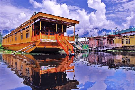 File Houseboat Dal Lake Srinagar Kashmir Jpg Wikipedia
