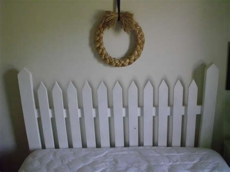 Picket Fence Headboard Plans by Best 25 Picket Fence Headboard Ideas On Fence Headboard Rustic Headboard Diy And