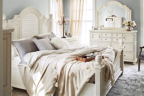 charleston queen poster bed white  city furniture
