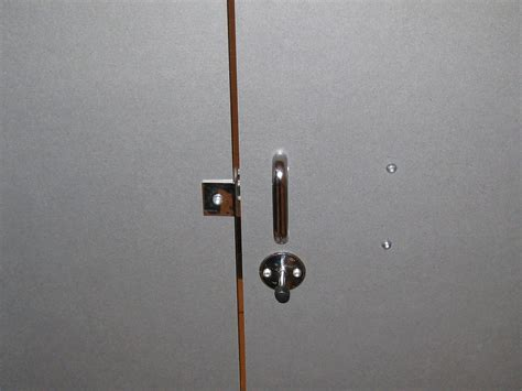 how to pop a bedroom door lock how to pop a bedroom door lock 28 images bathroom door