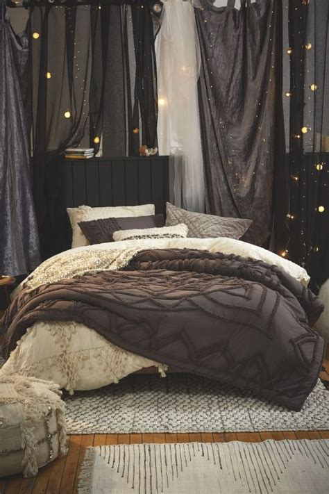 cozy bedrooms 25 best ideas about fall bedroom on fall