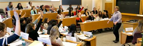 Harvard Interviews Mba by A Peek Is All It Takes Hbs S Innovative Initiative To Woo