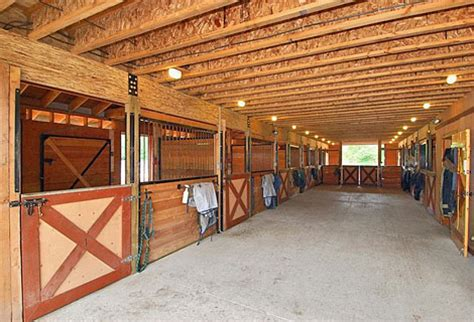 301 best images about horse barn on pinterest saddle horse boarding stable secrets barn aisle way horse barns