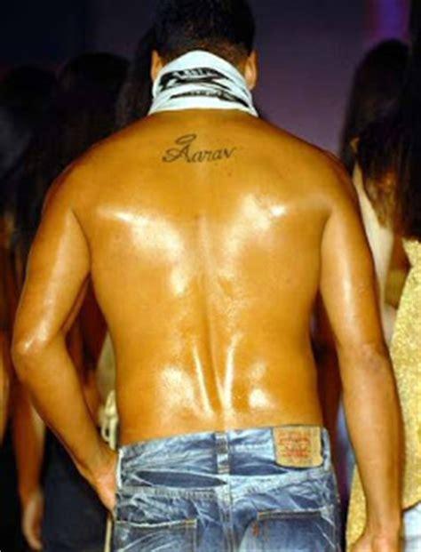 tattoo name akshay akshay got a tattoo for his film blue akshay kumar