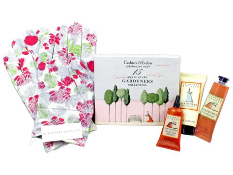 Gifts Home And Personal Care Gifts From Crabtree Gift Accessories Crabtree Gardeners Care Set With Floral Print Moisturising