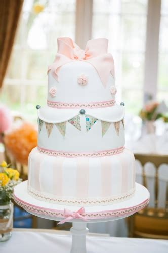 Wedding Cake Bunting by Bunting Wedding Cake The Winchester Cake Parlour