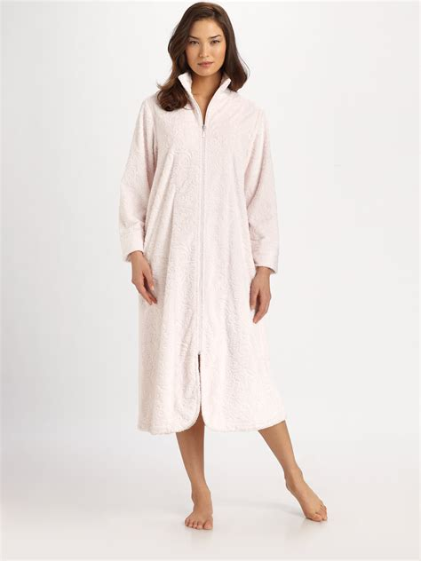 oscar de la renta robe oscar de la renta plush zip robe in pink pink blush