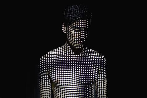pattern projection photography mads perch s hypnotizing light projection portraits