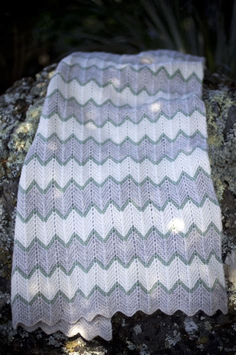 zig zag baby blanket by knit culture studio free knitted zig zag stripe baby blanket baby cakes by lisafdesign
