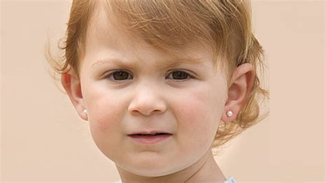 wann beginnt fieber bei kindern ohrloch stechen ab wann sind ohrringe bei kindern