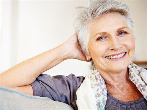 graue haare pflegen die besten tipps fuer mehr glanz nivea