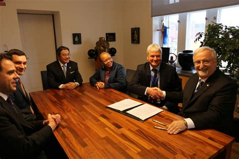 Wmu Mba Academics by Henley Business School Signs Mou With The World Maritime