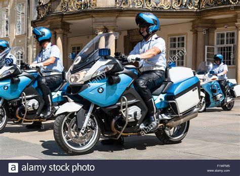 Motorrad Tschechien by Tschechien Motorrad Polizei Auf Der Prager Burg Prag