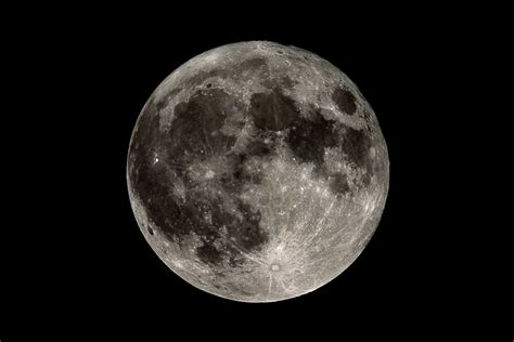 the moon 6 spooky facts about the moon reader s digest