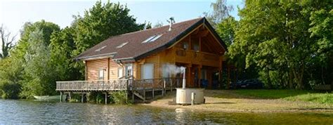 Cotswolds Log Cabin With Tub by Cotswold Water Park Moondara Lodge Poole Keynes
