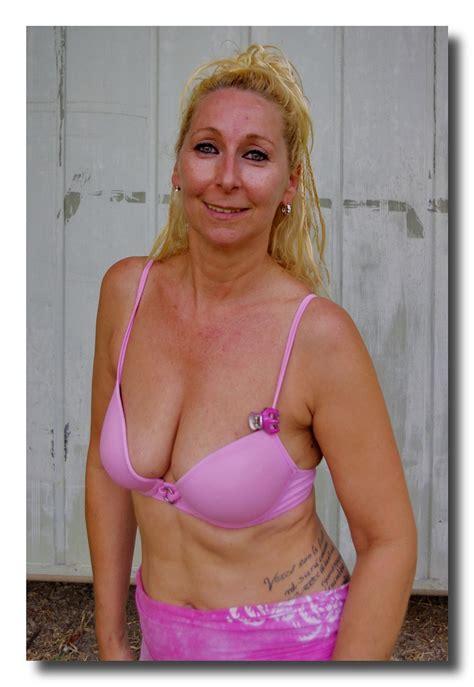 mature flickr 14 176 motoduck a cotto matura in bikini fucsia mature