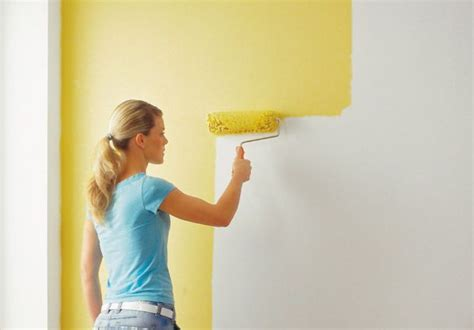 wände mit stuckleisten ruptos bilder wohnzimmer einrichtung weis