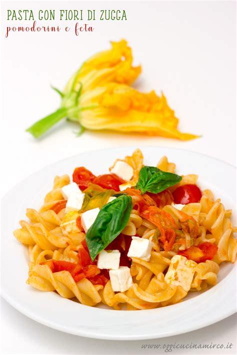 ricetta pasta e fiori di zucca fusilloni con fiori di zucca pomodorini e feta