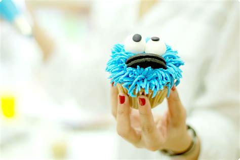 decoracion facil para cupcakes decorar cupcakes paso a paso imagui