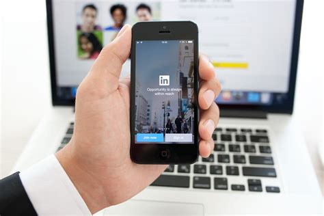 linked in mobile linkedin strips its social network to target mobile