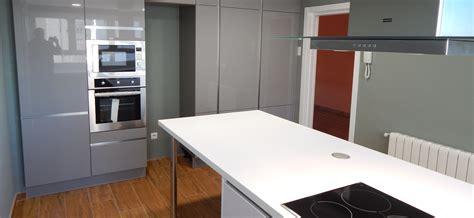 cocinas en blanco y gris muebles de cocina gris perla y blanco cocinasalemanas com