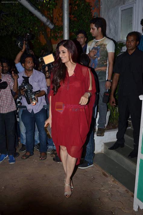 actress tabu hamara photos tabu at shraddha kapoor and varun dhawan s bash for abcd 2