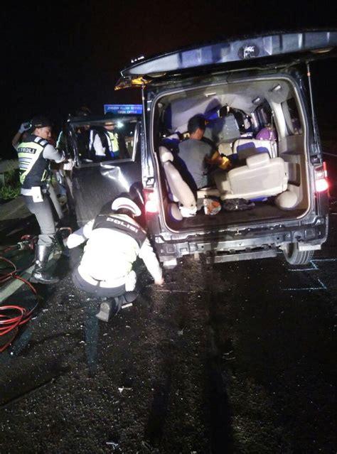 detiknews kecelakaan maut kecelakaan maut luxio tabrak tronton di cipali 7 orang tewas