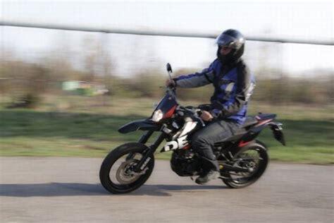 Motorrad Mit 4 Rädern Gebraucht by Derbi Senda Drd 125 Sm Im Test Auto Motor At