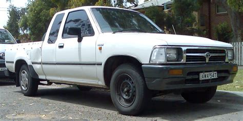 how cars run 1994 toyota xtra interior lighting file 1994 1997 toyota hilux rn90r dx xtra cab 2 door utility 01 jpg wikimedia commons