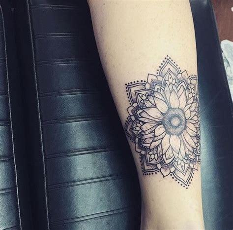 50 idee tatuaggio stupefacente di girasole tatuaggi e