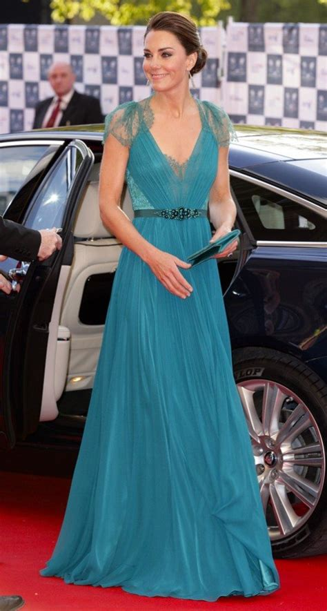 kate middleton dresses kate middelton steps out in the updo of summer weddingbells