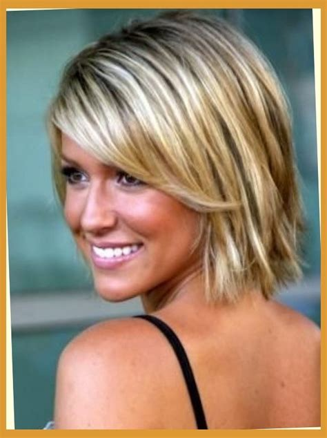 thin hair fat neck short hairstyles for fine thin hair and round face 3