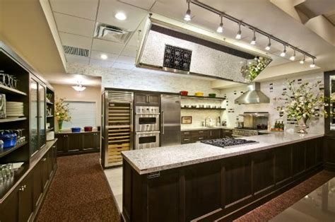 beautifully designed viking demonstration kitchen