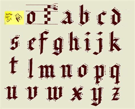 lettere in gotico font grafica calligrafia manuali e guide
