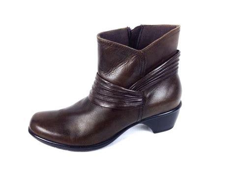 clarks desert boots comfort 10 ideas about clarks shoes women on pinterest indigo