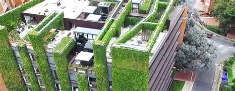 Largest Vertical Garden The World S Largest Vertical Garden Blooms With 85 000