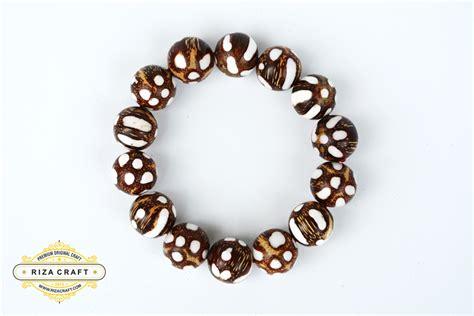 Gelang Tasbih Gaharu Riza Craft Magelang Jawa Tengah gelang biji pandan laut 16 mm 171 jual gelang tasbih batu