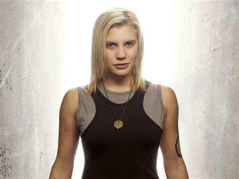 sfemale co stair black list battlestar galactica s katee sackhoff joins riddick cast