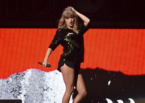 taylor swift concert youtube taylor swift foo fighters lead cleveland s 2018 concert